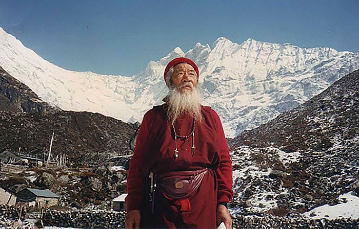 chatral-rinpoche-in-mountains2